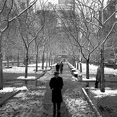 Street Gallery of photos taken by the photographer Vivian Maier. One of multiple galleries on the official Vivian Maier website. Vivian Maier Street Photographer, Um Dia Desses, New York City, Chicago History Museum, Ville New York, Andre Kertesz, Robert Doisneau, Expositions, Great Photographers
