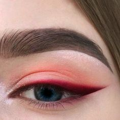 Red eyeshadow with bright red, sharp winged eyeliner. Eyeshadow ideas, eyeshadow Red eyeshadow with bright red sharp winged eyeliner. Eyeshadow ideas eyeshadow - Das schönste Make-up - Red eyeshadow with bright red sharp winged eyeline - Makeup Goals, Makeup Inspo, Makeup Inspiration, Makeup Tips, Makeup Ideas, Makeup Basics, Makeup Hacks, Style Inspiration, Cute Makeup