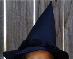 Free pattern: Child's witch hat with fabric flower embellishments