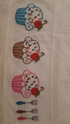 This Pin was discovered by eli Cross Stitch Borders, Cross Stitch Flowers, Counted Cross Stitch Patterns, Cross Stitch Designs, Cross Stitching, Hand Embroidery Stitches, Cross Stitch Embroidery, Embroidery Patterns, Cupcake Cross Stitch