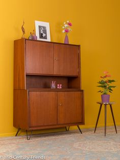 lovely cabinet from the 1960s. Mid-Century-Friends offers a wide range of refurbished vintage furniture in Düsseldorf/Germany.