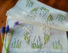 Check out this item in my Etsy shop https://www.etsy.com/uk/listing/510477710/hand-embroidered-vintage-daisy-linen