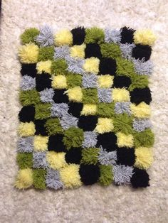 Pompom rug Pom Pom Rug, Pom Poms, Rag Rug Diy, Cute Diy Room Decor, Rug Hooking Designs, Pom Pom Crafts, Pine Cone Crafts, Diy Carpet, Valentine Decorations
