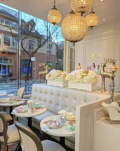 95129d2bcd8f16 This New Yorkville Bake Shop Might Just Be The Prettiest Cafe In Toronto -  Narcity