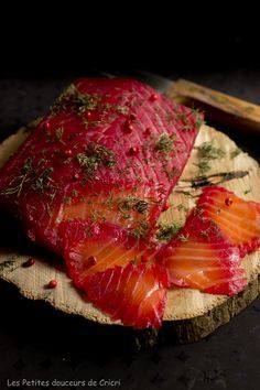 Gravlax recipe of salmon with beetroot and Calvados - Trend Appetizer Fine Dining 2019 Fish And Meat, Fish And Seafood, Gravlax Recipe, Seafood Appetizers, Salmon Dishes, Smoking Meat, Beetroot, Calvados, Salmon Recipes