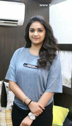 Keerthi Suresh is a Indian film actress and model who mainly worked in Malayalam movies.She is the Daughter of producer Suresh Kumar and actress Menakha.Keerthi Suresh made her film debut with the 2000 Malayalam film Pilots in a child artist. Beautiful Girl Photo, Beautiful Girl Indian, Most Beautiful Indian Actress, Beautiful Gorgeous, Beautiful Bollywood Actress, Beautiful Actresses, Keerthy Suresh Hot, Keerti Suresh, Beauty Full Girl