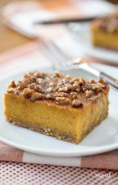 Pumpkin Pie Bars - Delicious Fall Dessert Recipe #pumpkinpie #pumpkin #fall #fallbaking #dessert #recipe Fall Dessert Recipes, Dessert Drinks, Easter Recipes, Holiday Desserts, Baking Recipes, Cookie Recipes, Pumpkin Pie Bars, Baked Pumpkin, Fall Baking