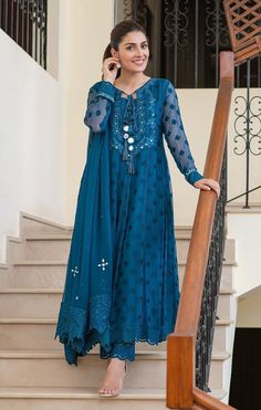 Designer Party Wear Dresses, Kurti Designs Party Wear, Indian Designer Outfits, Party Wear Kurtis, Pakistani Fashion Party Wear, Pakistani Outfits, Indian Outfits, Indian Fashion, Pakistani Sharara