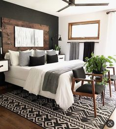 There are many types of bedroom interior design but the chic bedroom decor is the best ! Here are some of the beautiful pictures of chic bedroom design for helping you to decorate your bedroom. Small Room Bedroom, Home Decor Bedroom, Small Rooms, Couple Bedroom, Chic Bedroom Ideas, Modern Chic Bedrooms, Bedroom Furniture, Dream Master Bedroom, Furniture Design