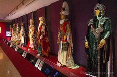 Trajes de capitanes moros en el museo de la fiesta de Alcoy