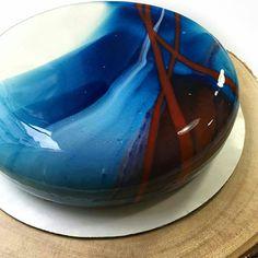 Ein herrlicher Kuchen! Und der Kniff, wie die Glasur so gleichmäßig aufgetragen wird, ist fantastisch!