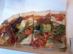 Hach, damit macht mich Lea neidisch - in Berlin gibts eben auch vegane Pizza zu kaufen... seufz