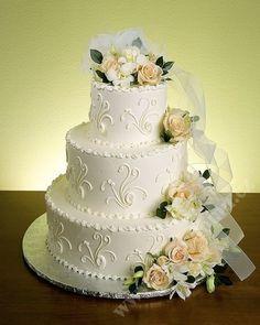 svatební dort s jemným dekorem