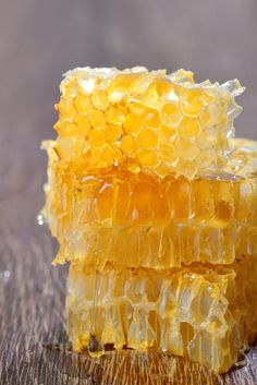 Honey with honeycombs by jordachelr IFTTT Honeycomb Raw, Honeycomb Recipe, Honey Pictures, Food Pictures, Raw Honey, Milk And Honey, Honey Bees, Scary Cakes, Sweeter Than Honey