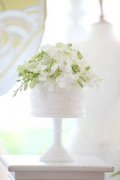 Simple wedding cake with real flowers | Cake Maison