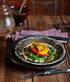 Gebackener Kürbis mit Spinat und Salbei-Pesto