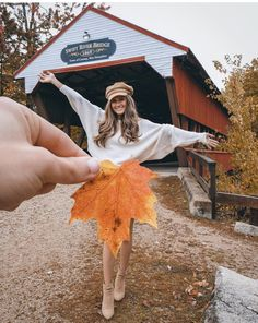 Fall Photoshoot Ideas To Get Some Graceful Inspo - Crushappy & fotoshooting-ideen für den herbst für anmutiges inspo - crushappy Fall Photoshoot Ideas To Get Some Graceful Inspo - Crushappy & travel Journal. Autumn Photography, Creative Photography, Photography Poses, Travel Photography, Photography Ideas At Home, Sunset Photography, Artistic Photography, Instagram Look, Autumn Instagram