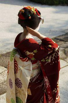 Maiko. #japan #kyoto #geisha #geiko #maiko #kimono #japanese culture