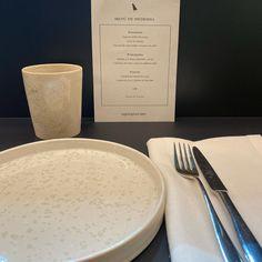Vamos a probar... @restaurante_apapacho De primeras buena impresión local chulo y LLENO! Chula, Glass Of Milk, Instagram, Food, Board, Lets Go, Restaurants, Essen, Meals