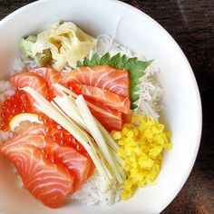 A friend's Salmon and Roe Donburi I just had to get a picture of  #ikurasakedon #kayuga #japanese #food #sushi #raw #salmon #roe #rice #ricebowl #donburi #fresh #bright #yummy #delish #fish #emk #eastmeetskitchen