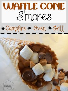 Anyone going camping this year? Looking for easy camping desserts recipe? You are at right place! Learn here the best campfire desserts like smores and more! Camping Desserts, Köstliche Desserts, Camping Meals, Dessert Recipes, Camping Dishes, Camping Cooking, Backpacking Recipes, Camping Tips, Dessert Simple