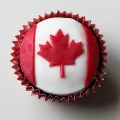 Canadian Maple Leaf Flag Cake Cake Source by Canada Day Party, Canadian Maple Leaf, Canadian Food, Holiday Cupcakes, Holiday Pies, Canada Leaf, Canada Canada, Canada Day Crafts, Flag Cake