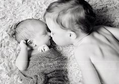 newborn and sibling photography | Newborn sibling photo, nose kisses, black and white newborn image Amy ...