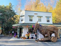 Join the Nevada City Halloween celebration when you stay at the Outside Inn. Happy Halloween from all of us... you just never know what will turn up around here?! We look forward to seeing those of you who are trick or treating this evening, we will be ready from 5 onward. Our block of East Broad Street is closed to car traffic from 5ish-9pm.————-#visitnevadacity Photo by Outside Inn with @visitcalifornia City Events, Local Events, Grass Valley, Nevada City, Halloween Celebration, California Travel, Lodges, Outdoor Activities, Trick Or Treat