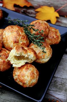 Cheddar & Thyme Gougeres Rolls for dinner Pan Relleno, Good Food, Yummy Food, Appetisers, Appetizer Recipes, Snacks Recipes, Yummy Recipes, Cake Recipes, Food And Drink