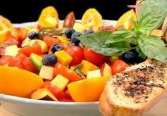 Salată de vară cu fructe și legume. O adevărată armonie de gusturi și culori! Fruit Salad, Cantaloupe, Gem, Food, Fruit Salads, Eten, Gemstones, Meals, Gems