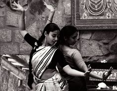 undercoverdiva:    When you mirrored me …. by Chendur on Flickr.  Odissi dancers at Nrityagram, Bangalore.