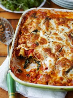 Spinach and ricotta cannelloni Jamie Oliver pasta recipes is part of pizza - This is a cracking spinach and ricotta cannelloni recipe Using a mixture of ricotta, oozy mozzarella and Parmesan cheese makes it super rich and creamy Veggie Recipes, Pasta Recipes, Vegetarian Recipes, Cooking Recipes, Healthy Recipes, Detox Recipes, Chicken Recipes, Spinach Ricotta Cannelloni, Queso Ricotta