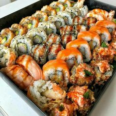 Image shared by Jarbas Jacare. Find images and videos about food and sushi on We Heart It - the app to get lost in what you love. Think Food, I Love Food, Good Food, Yummy Food, Sushi Recipes, Healthy Recipes, Salad Recipes, Food Porn, Food Goals