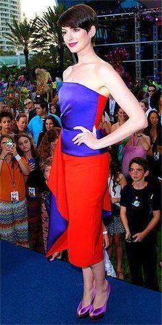 Anne Hathaway in Roksanda Ilincic dress and Charlotte Olympia heels at the Miami premiere of Rio 2. #charlotteolympiaheelsdresses