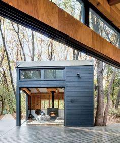 Een fijne lodge in de bossen bij Mendocino County in Noord-Californië. Elks Lodge van architect Douglas Bornham.
