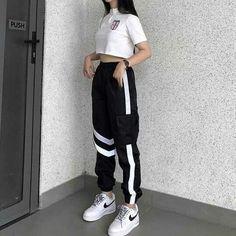 Hola, soy nueva haciendo esto, ojalá les guste este imagina que eh ec… #fanfic # Fanfic # amreading # books # wattpad Korean Girl Fashion, Ulzzang Fashion, Korean Street Fashion, Kpop Fashion Outfits, Girls Fashion Clothes, Edgy Outfits, Mode Outfits, Retro Outfits, Dance Outfits
