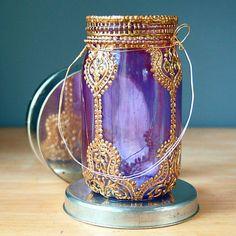 Handgemalte Mason Jar Laterne, Violettglas mit Goldakzenten