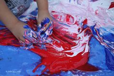 {Tempura Paint in the Play Pool} What messy fun. #4thofJuly #CampSunnyPatch