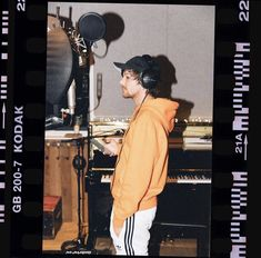 Louis in the studio with his new song 2019 Niall Horan, Zayn Malik, Nicole Scherzinger, Liam Payne, Grupo One Direction, One Direction Harry, Louis Tomlinsom, Louis And Harry, Rebecca Ferguson