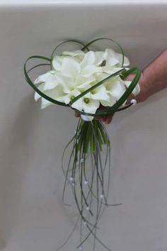 Wedding Reception, Reception Ideas, Plant Hanger, Floral Arrangements, Marie, Wedding Flowers, Glass Vase, Plants, White Bouquets