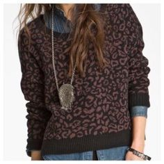Free People Sweater Black and brown sweater, very comfy! Free People Sweaters Crew & Scoop Necks
