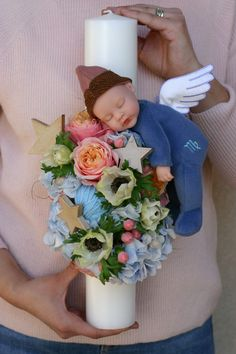 Lumânare de botez personalizată cu bebe Anne Geddes – Flowers of Soul Candle Craft, Candle Set, Anne Geddes, Wedding Unity Candles, Wedding Bottles, Baby Christening, Candels, Baby Party, Candle Making