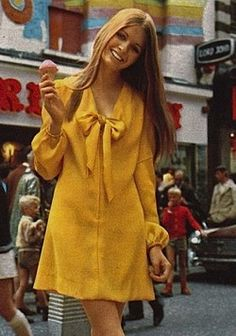 1970'S STREET STYLE V-neck, long sleeves, and mustard yellow color differentiate this dress from the 60's mod style.