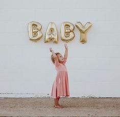 Each kid holds up a letter dad holds up the Y than mom holds up a gender ballon and the baby. Babies R, Little Babies, Cute Babies, Foto Baby, Baby First Birthday, Baby Time, Baby Pictures, Family Pictures, Baby Fever