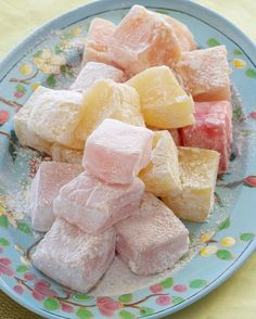 Colourful Turkish Delight - step-by-step instructions to make these deliciously fragrant melt-in-your-mouth sweets Greek Sweets, Greek Desserts, Turkish Sweets, Turkish Recipes, Greek Recipes, Candy Recipes, Dessert Recipes, Ma Baker, Delicious Desserts
