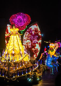 Disney Paint the Night parade is a new nighttime parade 'spectacular' at Hong Kong Disneyland. Think of it as Main Street Electrical Parade for the new gen