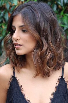 : 12 of the coolest brunette balayage wavy bob hairstyles in .- 12 der coolsten brünetten Balayage gewellten Bob-Frisuren in mittlerer Länge f… 12 of the coolest brunette balayage wavy bob hairstyles in medium length for 2019 - Bob Wedding Hairstyles, Wavy Bob Hairstyles, Spring Hairstyles, Trendy Hairstyles, Mid Length Hairstyles, Brunette Hairstyles, Hair Styles Brunette, Hair Color Brunette, Medium Brunette Hair