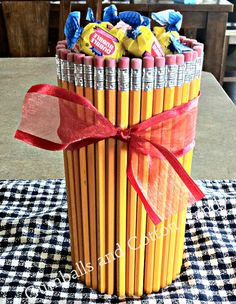 How to make this Back to School Pencil Vase. This would be great for male teachers also :) #backtoschool #crafts.