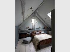 Après : une chambre parentale au look 'cabane de pêcheur scandinave' - Rénovation Rambouillet - grange