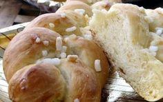 Treccina dolce - Oggi vi propongo la ricetta casalinga per preparare una treccina dolce per una perfetta colazione come al bar. Potete fare le treccine semplici oppure con uvetta e gocce di cioccolato.
